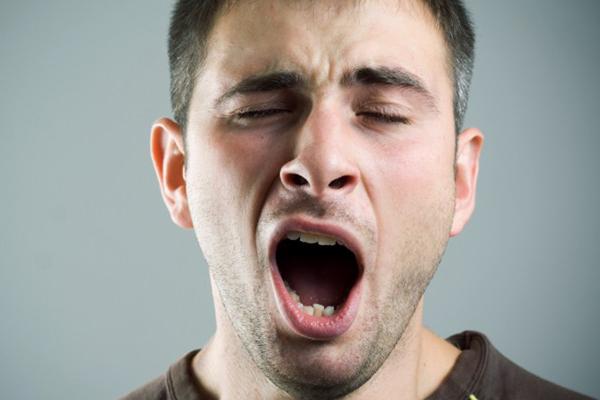 man-yawning-750x400