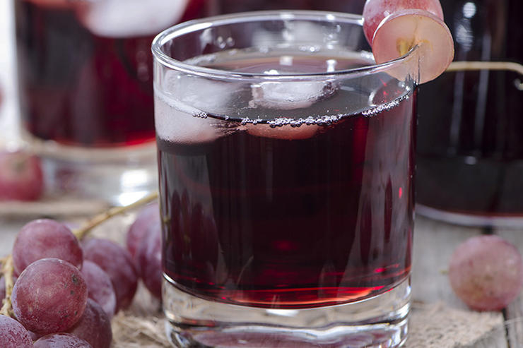 bedtime-beverages-lose-weight-grape-juice
